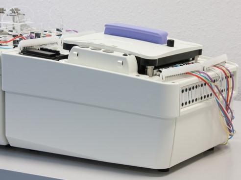 連続流れ分析装置 AA500秤量ポンプ